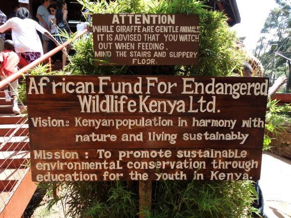 Cartel informativo en Giraffe Centre de Nairobi. Por Udare
