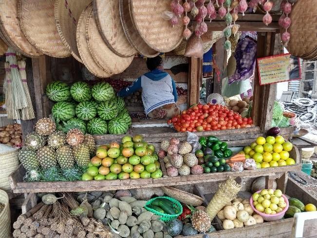 Colorido mercado de Mto Wa Mbu. Por Naiara
