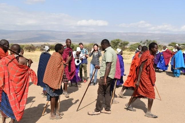 Con los masais. Por Zuhaitz