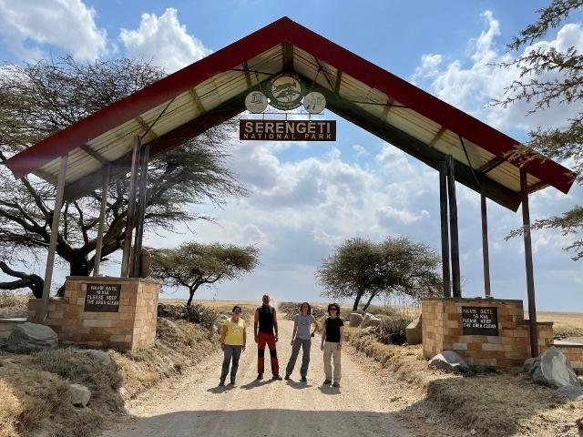 Entrada de Serengeti. Por Anna