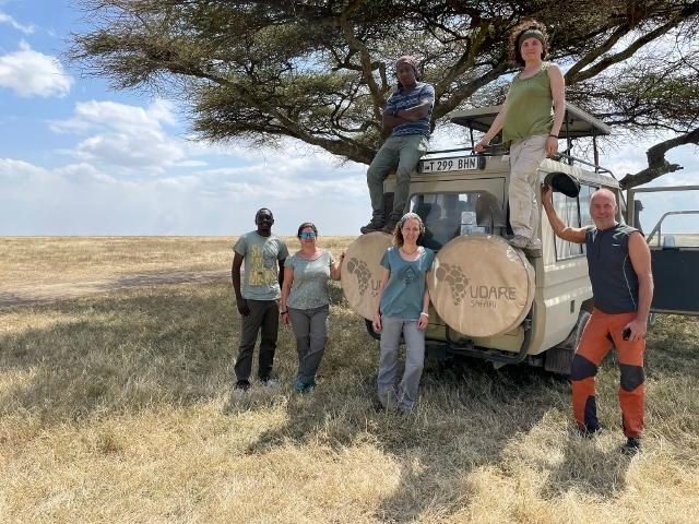 Foto de equipo en Serengeti. Por Anna