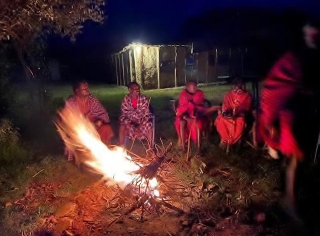 Cena con los masais. Por Udare